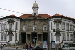 Menezes defende redução do número de vereadores