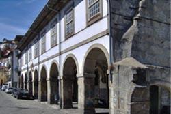 Dono da Douro Azul compra antigos armazéns de Miragaia