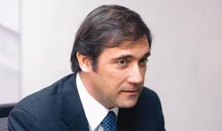"""Passos Coelho defende que é preciso prosseguir reformas com """"firmeza e resiliência"""""""