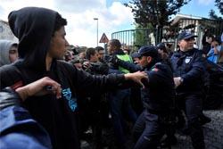 Três detidos nos confrontos entre polícia e ocupas da Escola da Fontinha