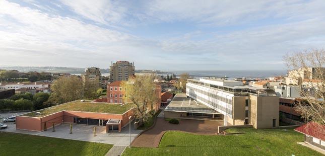 "Católica Porto Business School conquista estatuto ""Triple Crown"""