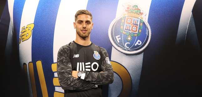 FC Porto: Guarda-redes Cláudio Ramos assina até 2024