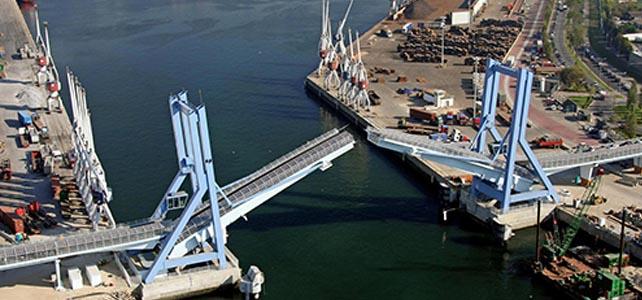 Ponte móvel do Porto de Leixões já reabriu