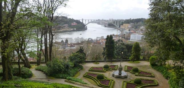 Porto encerra parques murados e cemitérios