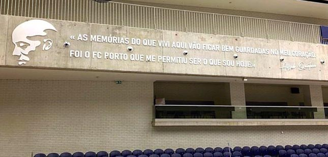 FC Porto eterniza Quintana nas paredes do Dragão Arena