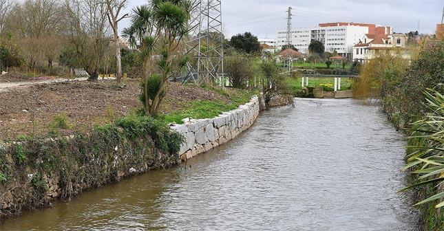 Domingo há caminhada entre as margens do Rio Leça